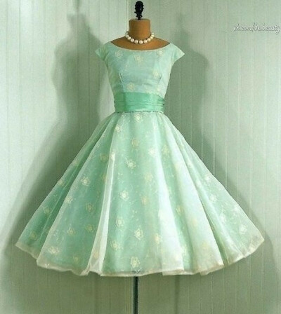 Милое бирюзовое платье