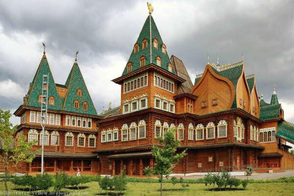 Посетить дворец Алексея Михайловича