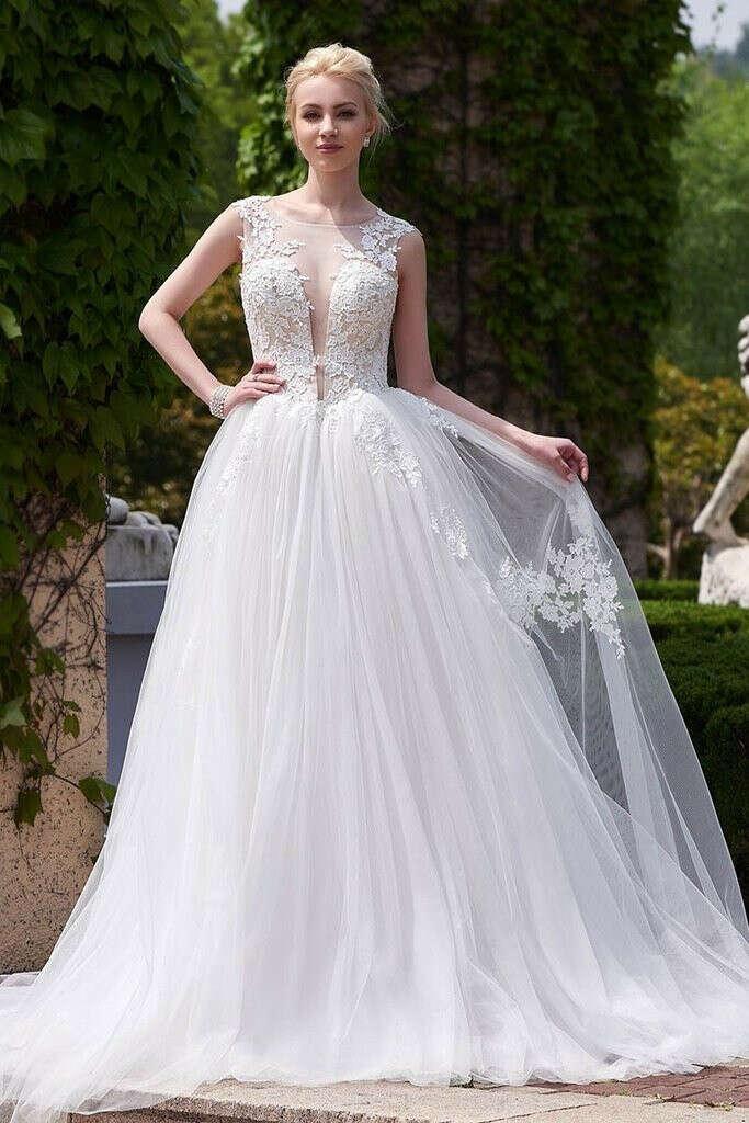 Designer White A-line Scoop Neck Tulle Court Train Appliques Lace Backless Wedding Dresses PFW0244
