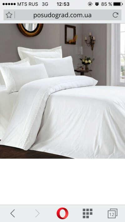 Чисто белое постельное белье, без рисунков, узоров. Просто белая ткань