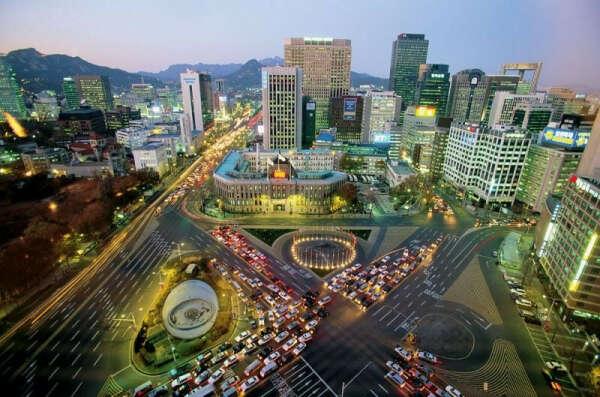 поехать в Южную Корею