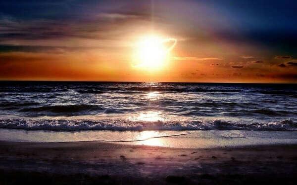 Посмотреть на закат на берегу моря