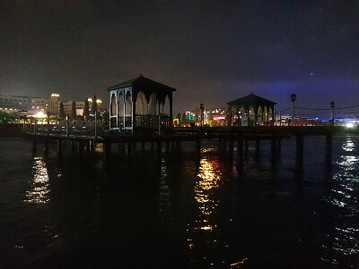 Купаться ночью в море