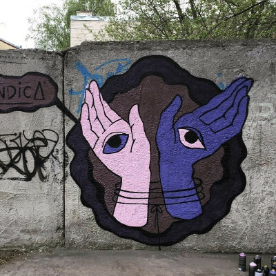 Нарисовать на стене граффити