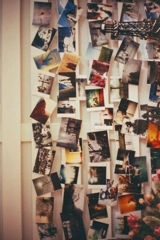 Обклеить стену фотографиями