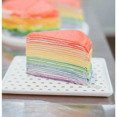 Блинный радужный торт