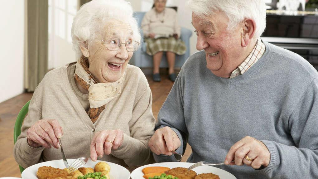 Сходить вместе пообедать в кафе
