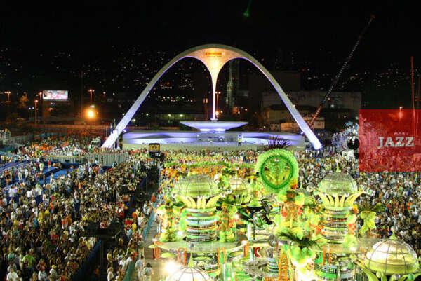 на карнавал в Бразилию