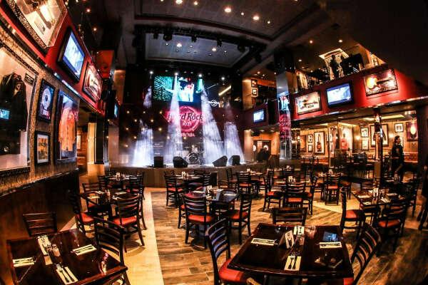 Побывать в Hard Rock Cafe