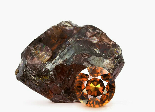 серьги с коричневыми камнями: сердолик, циркон и коричневые кристаллы.