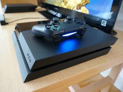 73. Игровая консоль Sony PlayStation