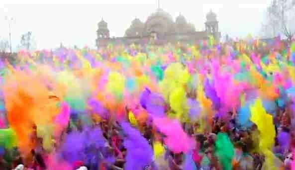 Хочу поехать в Индию на праздник красок ( цветного порошка )