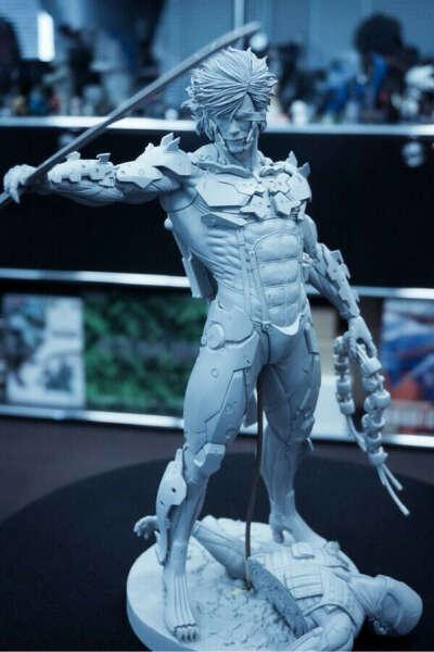 MGR Raiden Figure