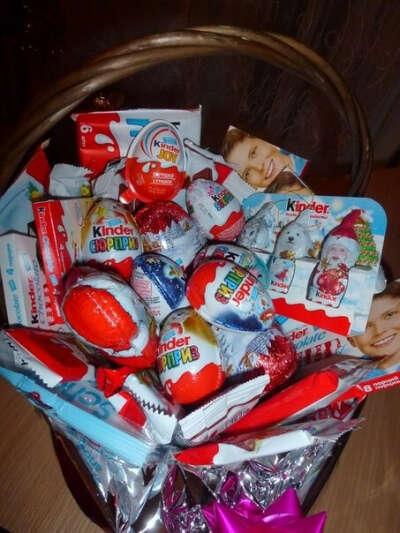 много много сладостей от киндер:З