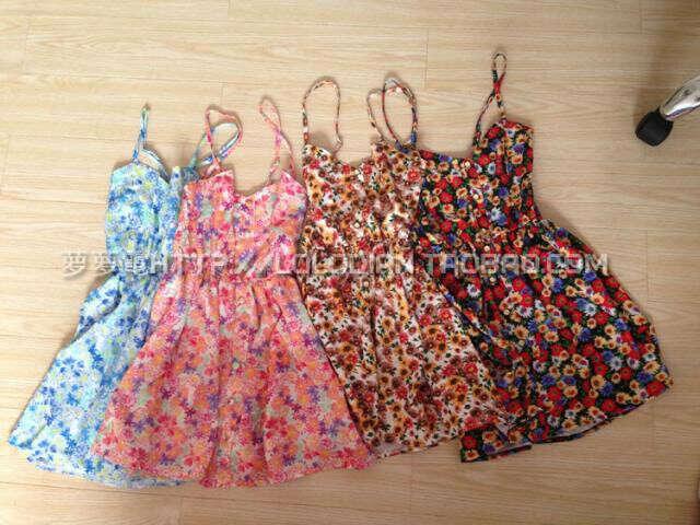 Много летних платьев