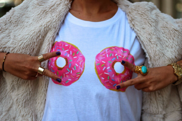 Майка с пончиками