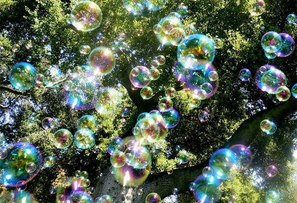 Запускать мыльные пузыри