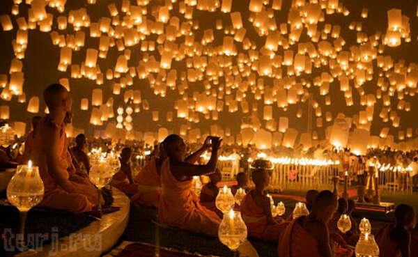 Посетить фестиваль небесных фонариков