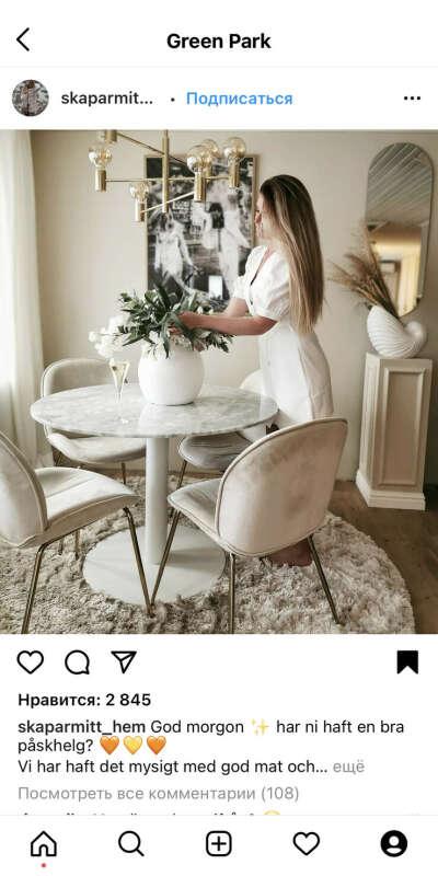 Стол и стулья с люстрой в кухню