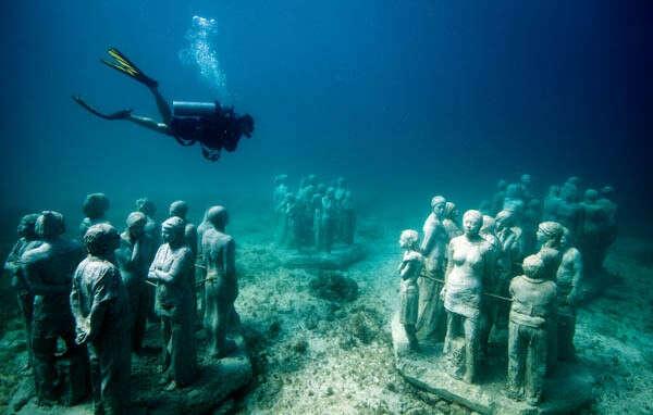 Дайвинг у подводных скульптур