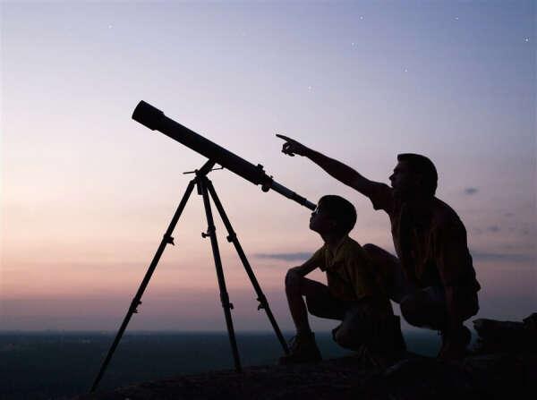 Посмотреть в мощный телескоп.