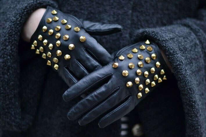 Перчатки с шипами