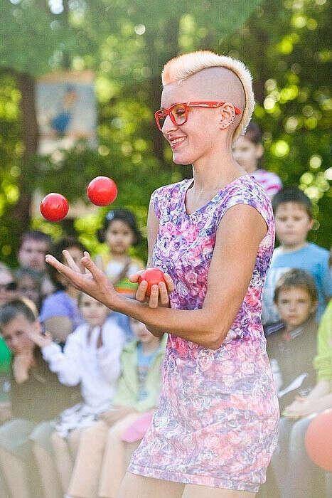Научится жонглировать