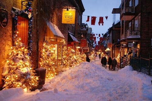 Погулять на рождественской ярмарке :)