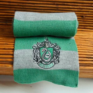 хочу шарф Слизерина!!!