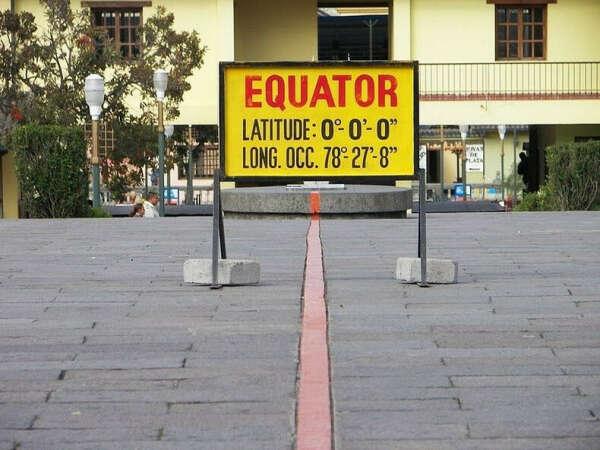 Перешагнуть через экватор (Кито,Эквадор)