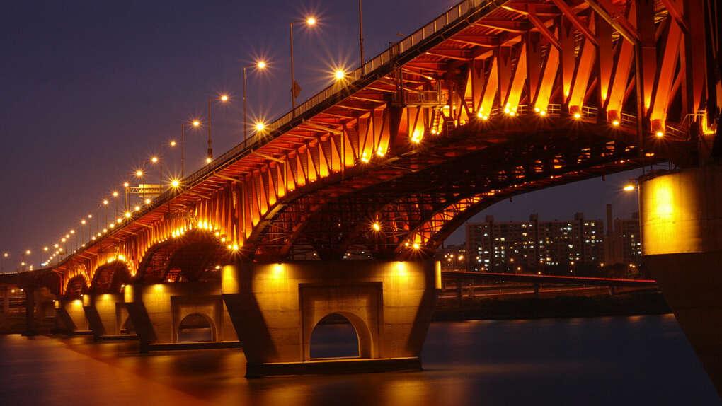 пройтись по этому мосту