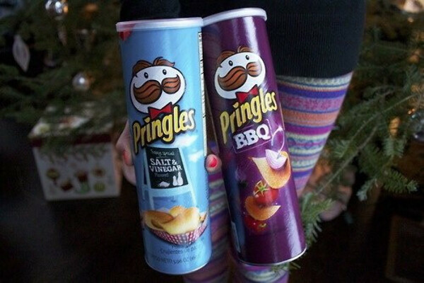 Pringles-  Sweet&Spicy BBQ, Applewood smoked cheddar