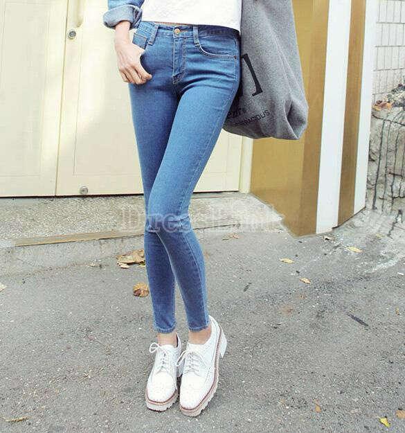 Высокие обтягивающие джинси