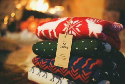 свитер с оленями или лисами