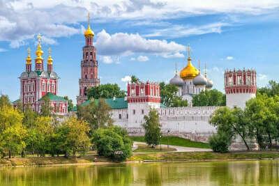 На экскурсию в Новодевичий монастырь и кладбище