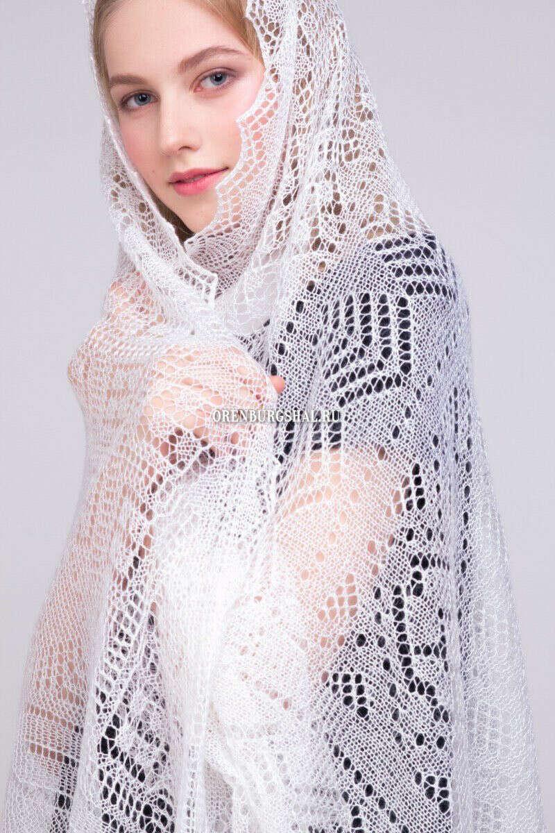 Белоснежный пуховый платок