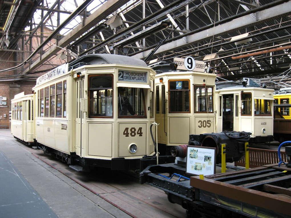 Посетить Фламандский музей трамваев и автобусов в Антверпене