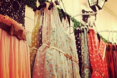 Я хочу много,много платьев:3