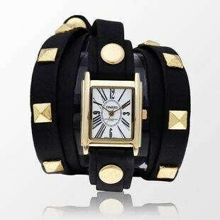 Часы на длинном ремешке с заклепками черные