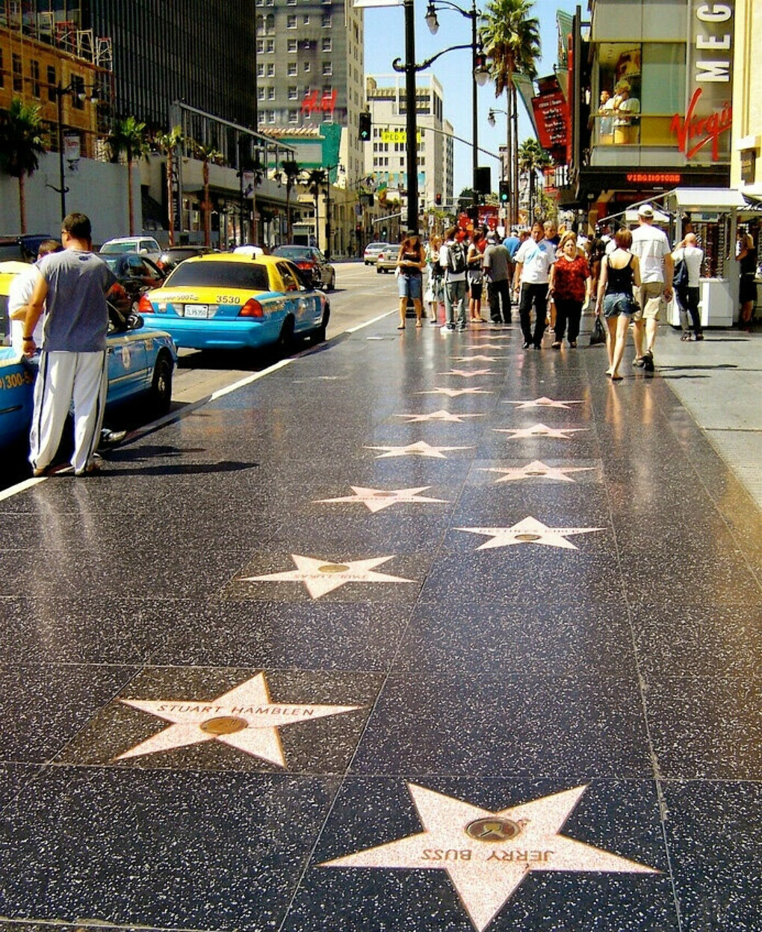 Пройтись по Аллее Славы в Голливуде