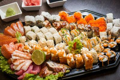 Заказать огромный суши сет