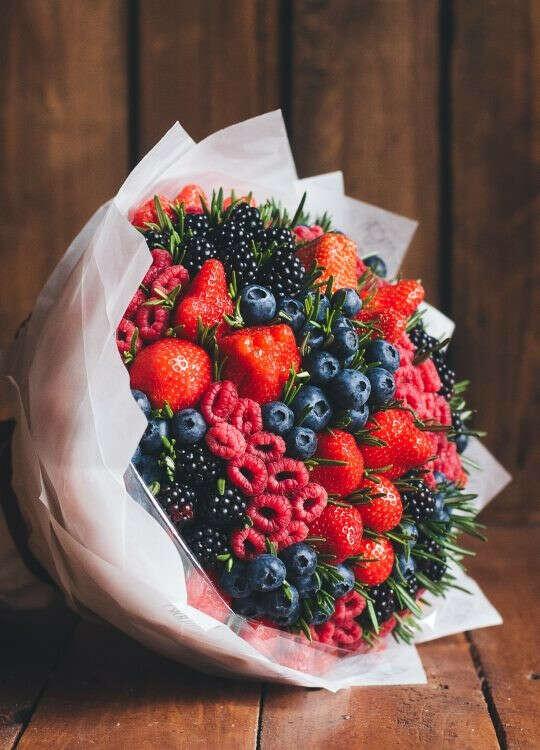 Оригинальные букеты из фруктов от VEGATO STUDIO