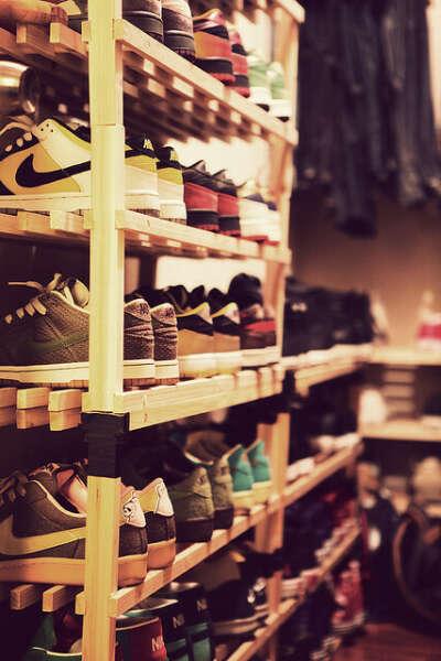 Много крутой обуви