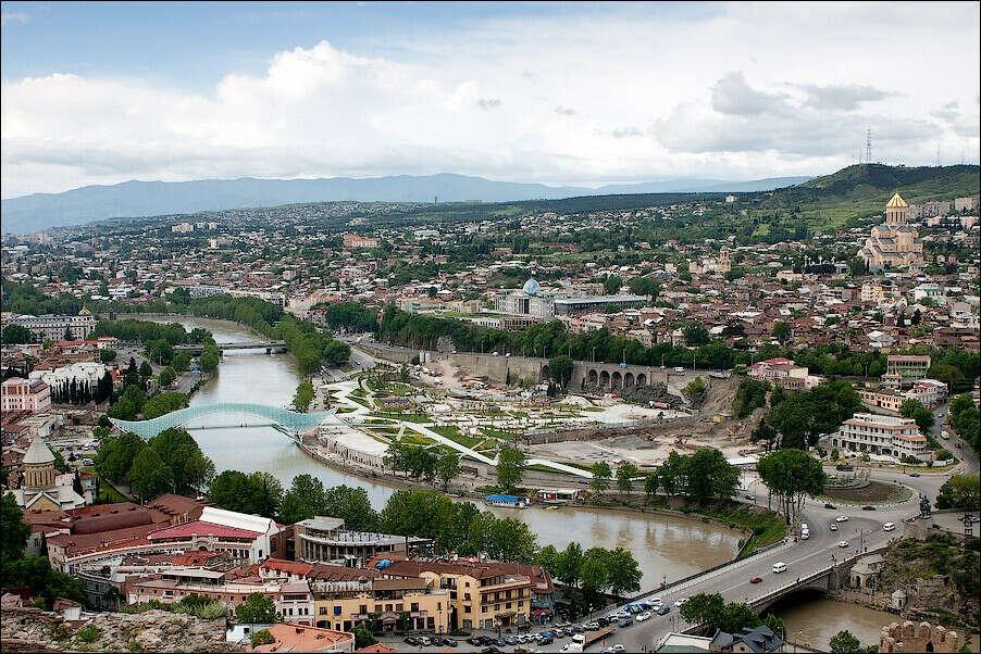 уехать в Тбилиси