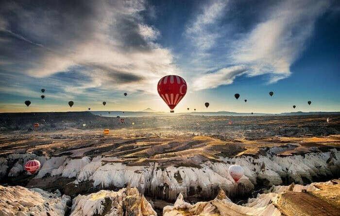 полетать на воздушном шаре над Каппадокией!