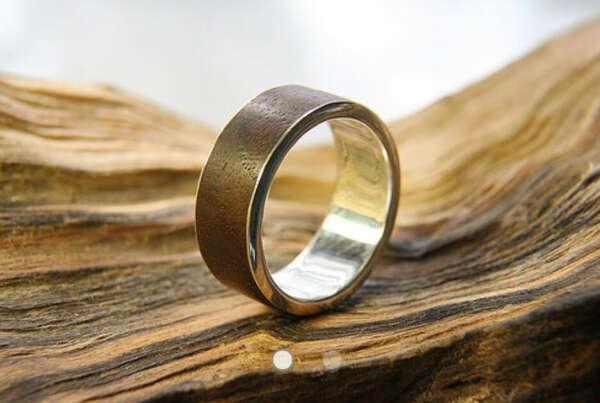 Кольцо с деревянной вставкой