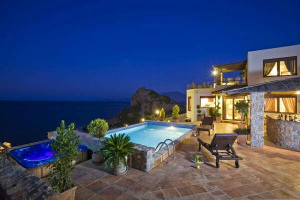 Дом на теплом море в Греции