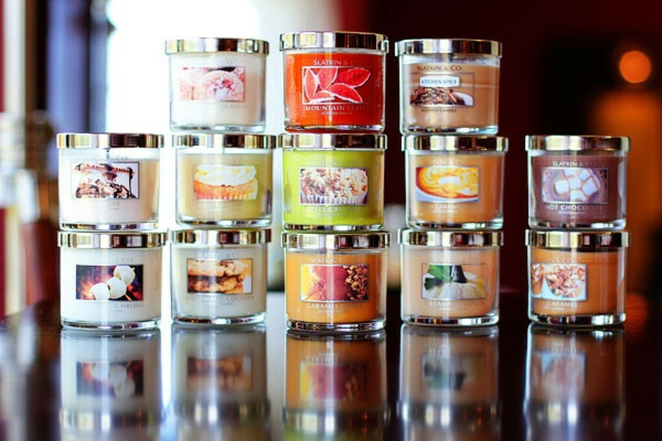 много свечек от Bath and BodyWorks