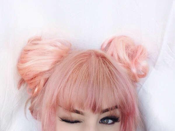 Покрасить волосы в розовый