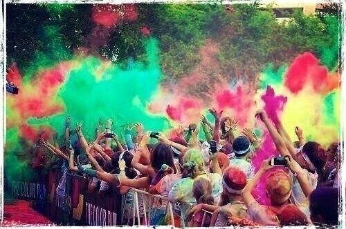 побывать на празднике красок